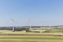 Австрия, Gaenserndorf, парк ветра на зеленом поле — стоковое фото