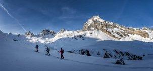 Italy, Rhemes-Notre-Dame, Benevolo, people ski mountaineering in winter alps — Stock Photo