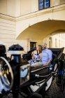 Paar auf Sightseeing-Tour in ein Pferd-Taxi — Stockfoto