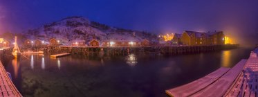 Norway, Lofoten, Nusfjord, Marina by night with lights — Stock Photo
