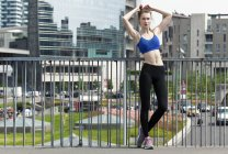 Young woman doing workout in the city — Stock Photo