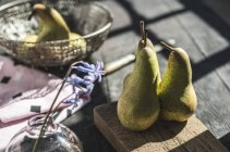 Fresh pears on chopping board — Stock Photo