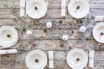 Puso la tabla de posiciones con la decoración de Navidad - foto de stock