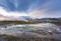 Geyser islandais fontaine, zone géothermique en Islande dans la partie sud-ouest du pays — Photo de stock