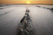Espagne, pays Basque, Pais Vasco, Barrika plage au coucher du soleil — Photo de stock
