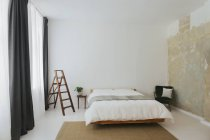 Chambre à coucher design scandinave minimaliste — Photo de stock