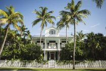 USA, Florida, Key West, house with palm trees — Stock Photo