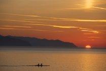 Italien, ligurien, riviera di levante, rapallo meereslandschaft bei untergang — Stockfoto