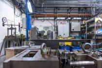 Склад с стальными блоками для изготовления инструментов — стоковое фото
