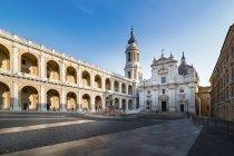 Italia, Loreto, Piazza della Madonna, Basilica della Santa Casa e Palazzo Apostolico — Foto stock