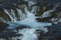 Исландия, река Bruara с Bruarfoss водопад — стоковое фото