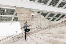 Frau jogging im Obergeschoss — Stockfoto