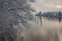 Germany, Constance, Seerhein with Rheintor tower by lakeside in winter — Stock Photo