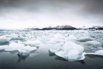 Ghiacciaio e iceberg, Jokulsarlon, Vatnajoekull National Park, Islanda — Foto stock