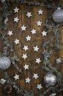 Кориця зірочок на дереві і Новорічне прикраса — стокове фото