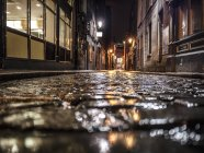 Surface level of Dark alley in Dublin and night — Stock Photo