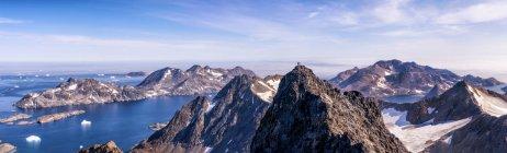 Greenland, Kulusuk, Mountaineers in the Schweizerland Alps — Stock Photo
