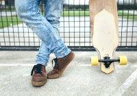 Ноги юнак Крім скейтборд — стокове фото