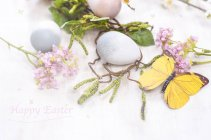Easter decoration with eggs and blossoms — Foto stock