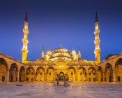 Туреччина, Стамбул, вид Camii Султанахмет, Блакитна мечеть вночі — стокове фото