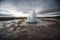 Ісландія, Strokkur гейзер над землею під час dayitme — стокове фото