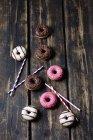 Palhas bebendo e donuts — Fotografia de Stock