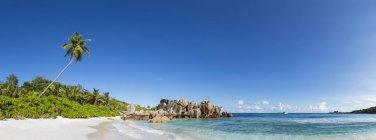 Seychelles, La Digue, oceano indiano, Anse Cocos, vista panoramica della spiaggia — Foto stock