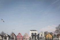 Germania, Warnemuende, fila di case in Hafenstrasse — Foto stock
