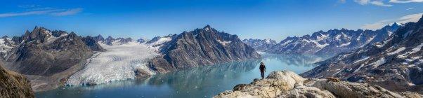 Гренландия, Кулусук. Мужчины альпинист в швейцарских Альпах — стоковое фото