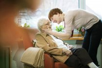 Adult daughter greeting her mother with Alzheimer's disease in her room at retirement home — Stock Photo