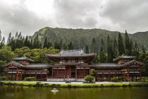 USA, Hawaii, Oahu, Buddhist temple at Valley of the Temples Memorial Park — Stock Photo