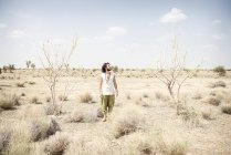 Man standing alone in desert — Stock Photo