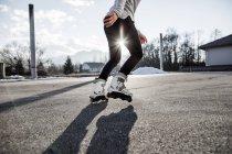Pattinaggio su strada in linea uomo — Foto stock
