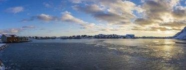 Norway, Lofoten Islands, Ballstad, Harbor at sunrise — Photo de stock