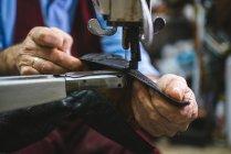 Sapato de costura sapateiro com máquina — Fotografia de Stock