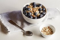 Closeup view of porridge with blueberries in bowls — Stock Photo