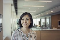 Japanese woman in office, portrait — Stock Photo