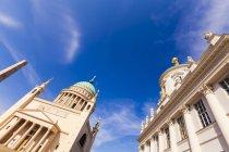 Німеччина, Потсдам, переглянути Обеліск, Церква Святого Миколи Чудотворця та стара ратуша на старий ринок — стокове фото