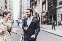 USA, New York City, businessman and woman walking in Manhattan — Stock Photo