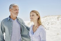 Best ager with adult daughter at the beach — Stock Photo