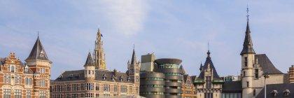 Бельгія, Фландрії, Антверпен, міський центр шпилем церква, костел Діви Марії — стокове фото