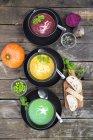 Гороховий суп, буряк і гарбуз суп в чаші — стокове фото