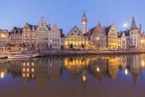 Belgium, Ghent, old town, Graslei, historical houses at River Leie at dusk — Stock Photo