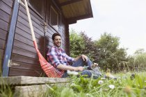 Adult caucasian man relaxing from gardening — Stock Photo