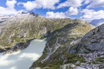 View to Grimsel Pass and Lake Grimsel at daytime, Bernese Oberland, Switzerland — Stock Photo