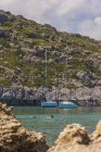 Greece, Dodecanese, Rhodes, Anthony-Quinn-Bay with sailing boats — Stock Photo