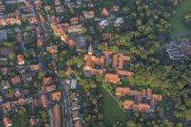 Германия, Нижняя Саксония, вид на город с высоты птичьего полета с церковью Святого Маврикия — стоковое фото