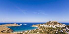 Vista sull'Acropoli di Lindos di giorno, Lindos, Rodi, Isole Egee, Grecia — Foto stock