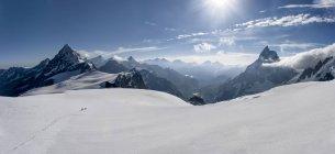 Switzerlalnd, alpinistas a Matterhorn y Wandfluehorn - foto de stock