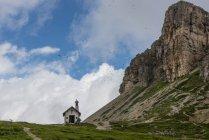 Italie, Haut-Adige, Dolomites, Découvre à la chapelle et le sommet de la tour de Toblin — Photo de stock